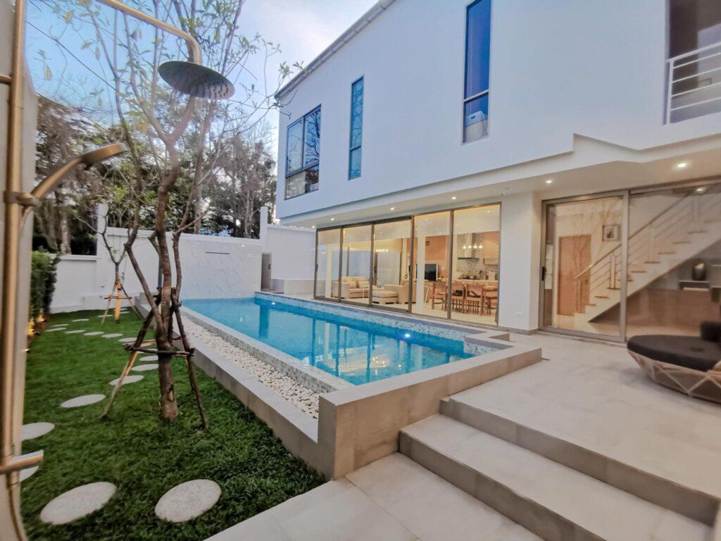 เดอะเนส Villa Rental